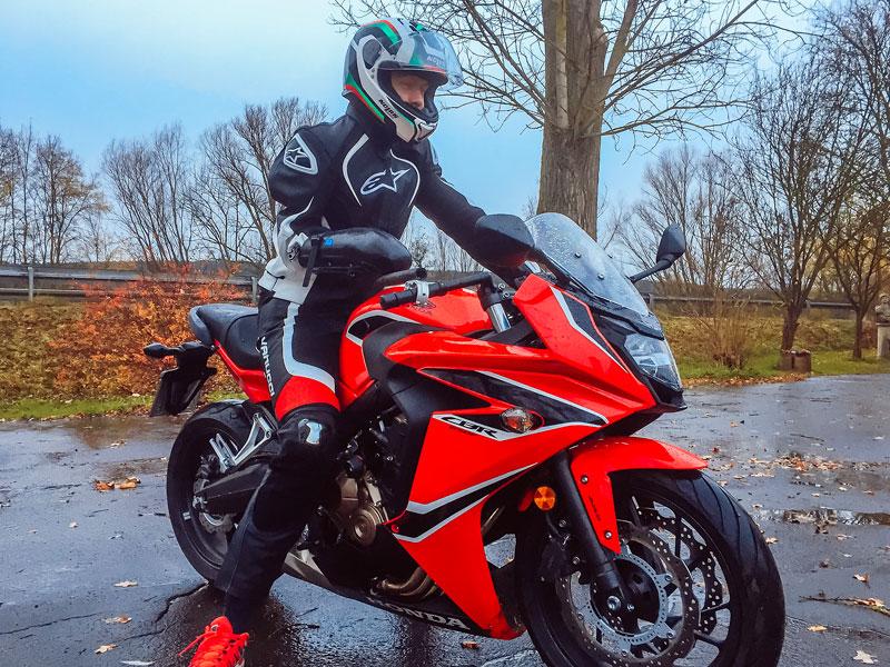 Test der Orthese auf dem Motorrad